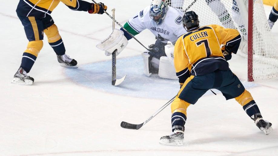3e887ae3-Canucks Predators Hockey