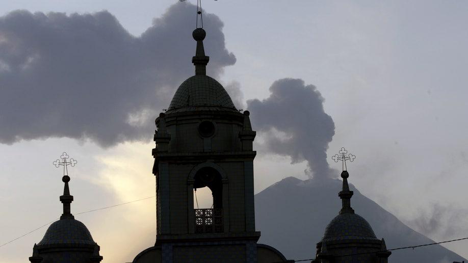 c755e6a3-APTOPIX Ecuador Volcano