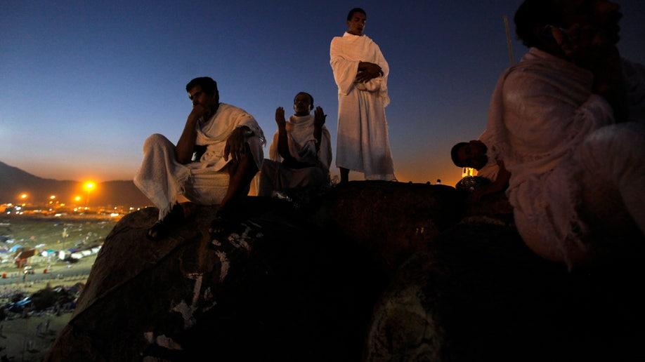 f4a1c837-Mideast Saudi Worker Crackdown