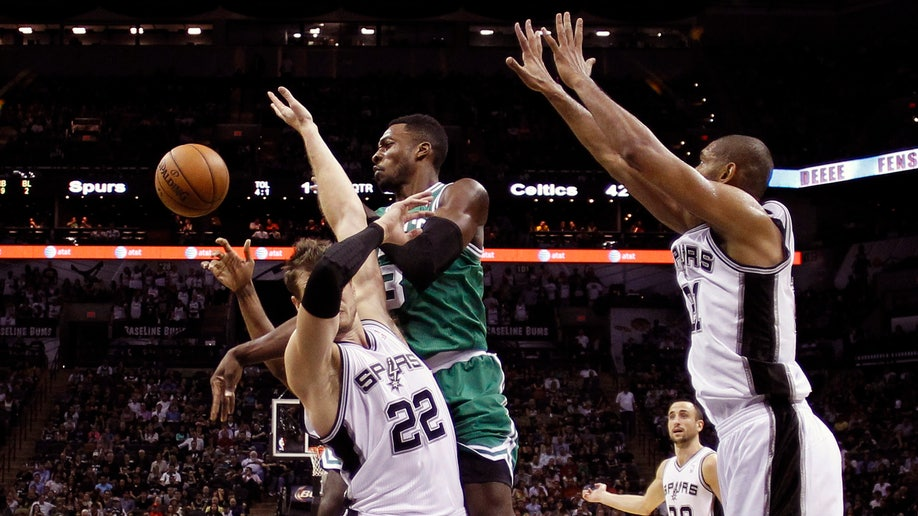 3c43358f-Celtics Spurs Basketball