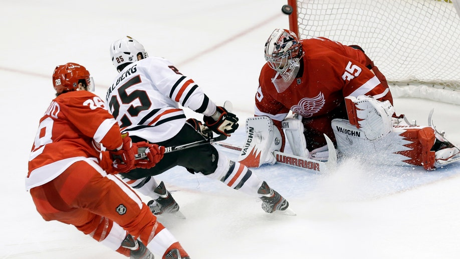 d0218b2e-Blackhawks Red Wings Hockey