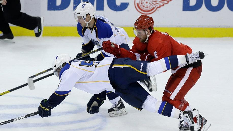 df4660ae-Blues Red Wings Hockey