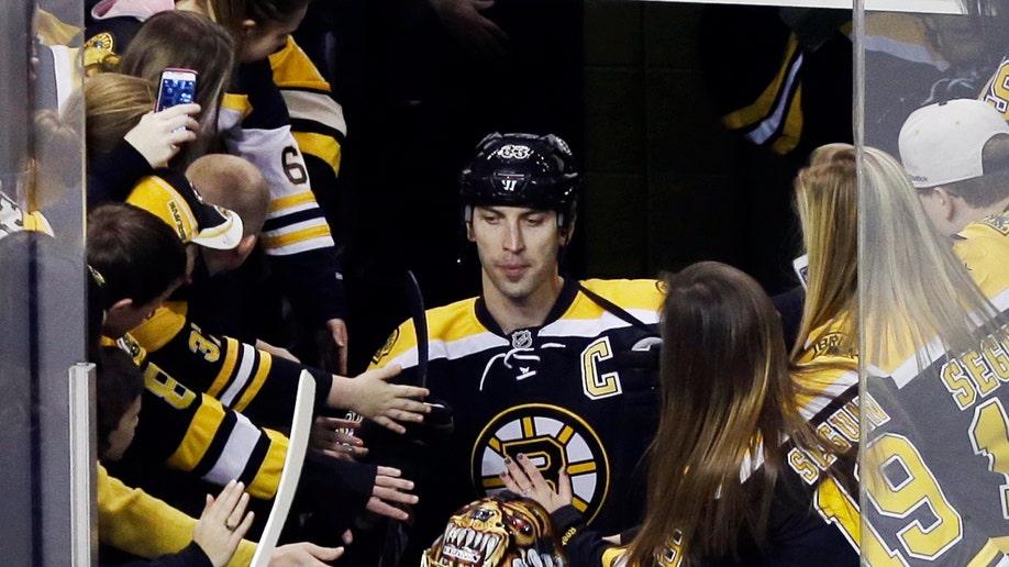 8ef25dea-Bruins Scrimmage Hockey