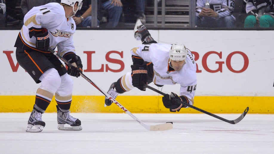 c3cf35b4-Ducks Kings Hockey