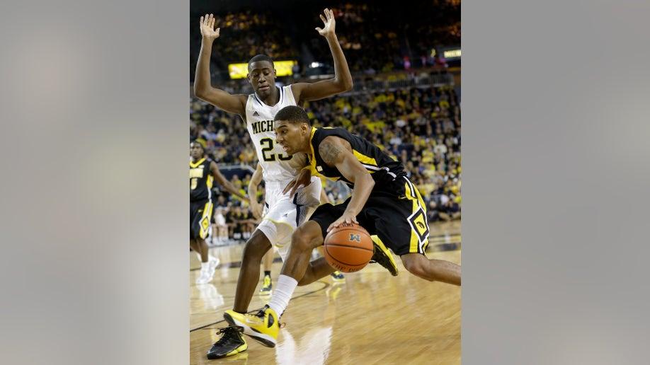 e8bfa81a-Iowa Michigan Basketball
