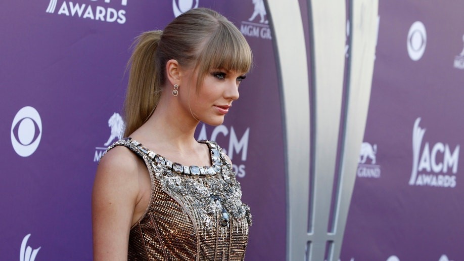 Taylor Swift Shut Out At Acms Luke Bryan Miranda Lambert Big Winners Fox News