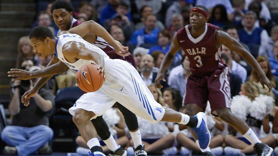 7c6cd031-UALR Memphis Basketball