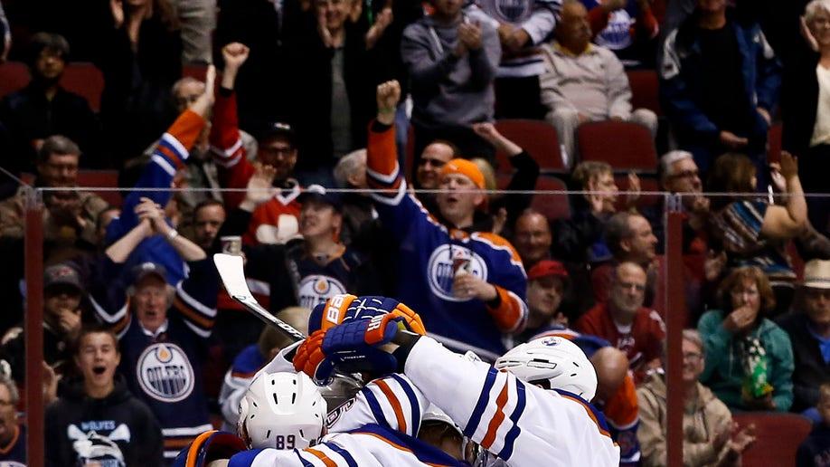cd2e4aea-Oilers Coyotes Hockey