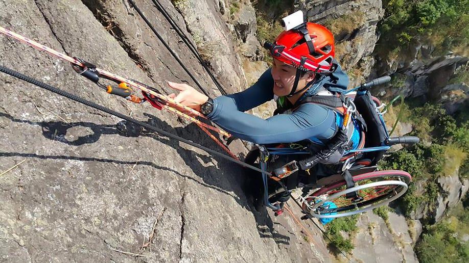 hk_climber2_awr