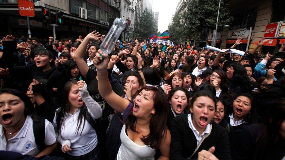 85707f97-APTOPIX Chile Student Protest