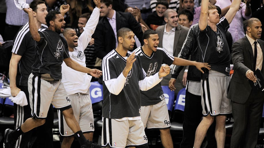e3b0e075-Warriors Spurs basketball