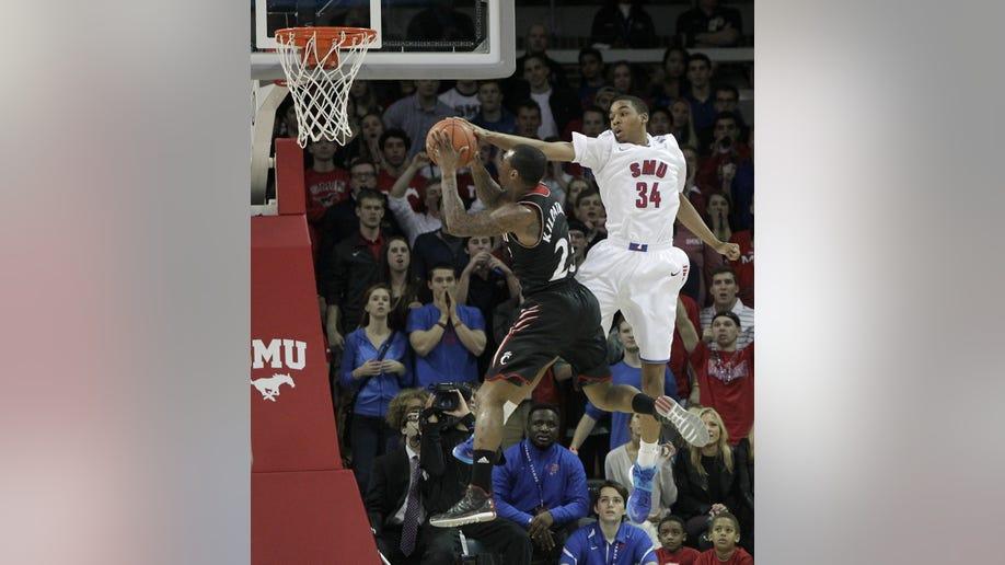 157836c1-Cincinnati SMU Basketball