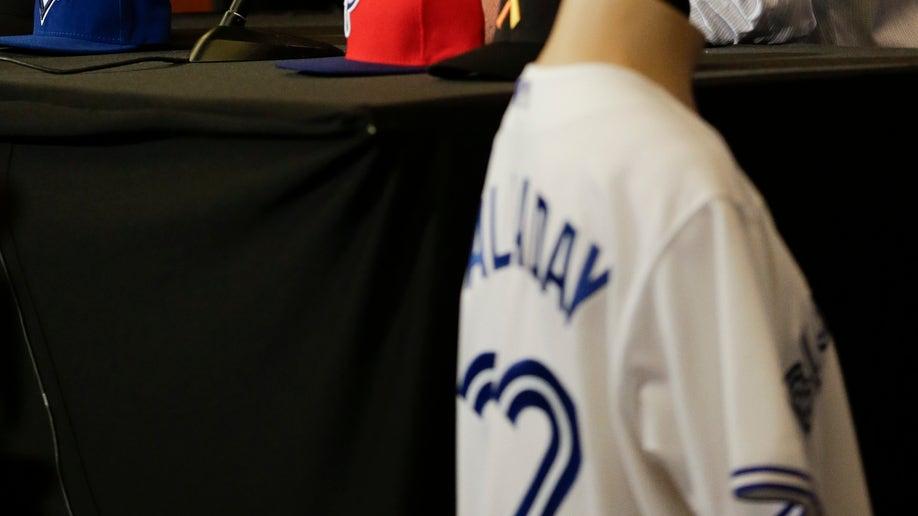 5efcc3de-Halladay Retires Baseball