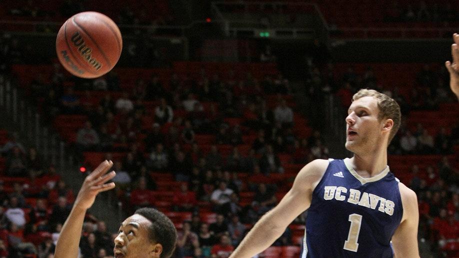 b728c298-UC Davis Utah Basketball