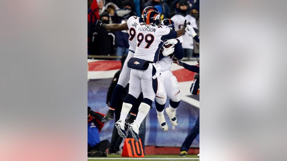 22947607-Broncos Patriots Football