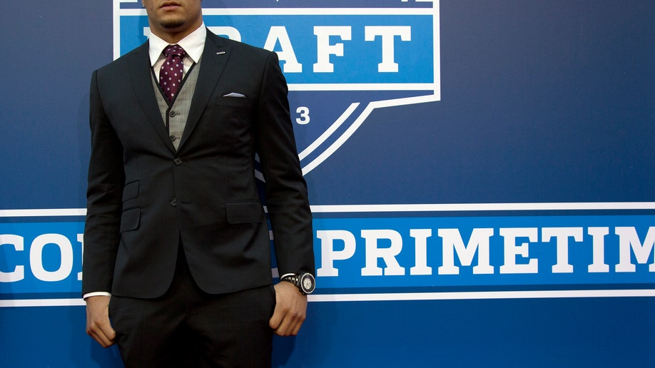 3db036e7-NFL Draft Football