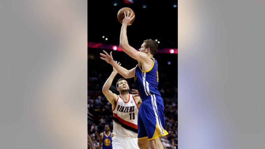 9e3acd04-Warriors Trail Blazers Basketball