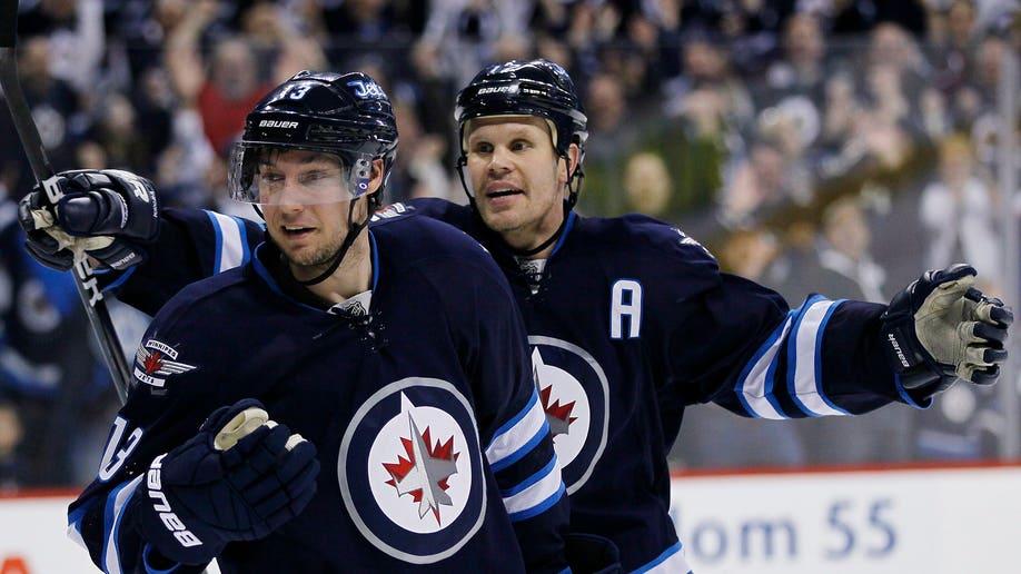 06bec155-Flyers Jets Hockey