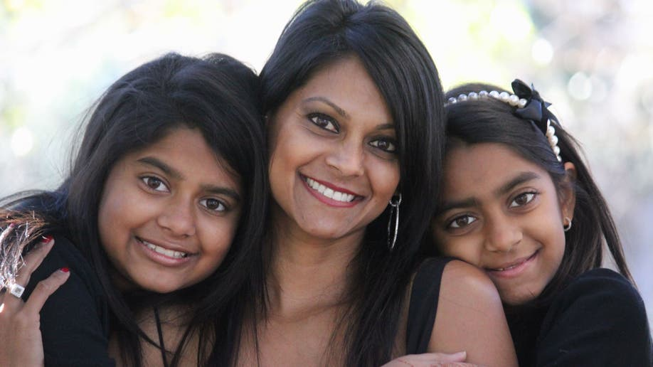 bd6e937a-mona and daughters