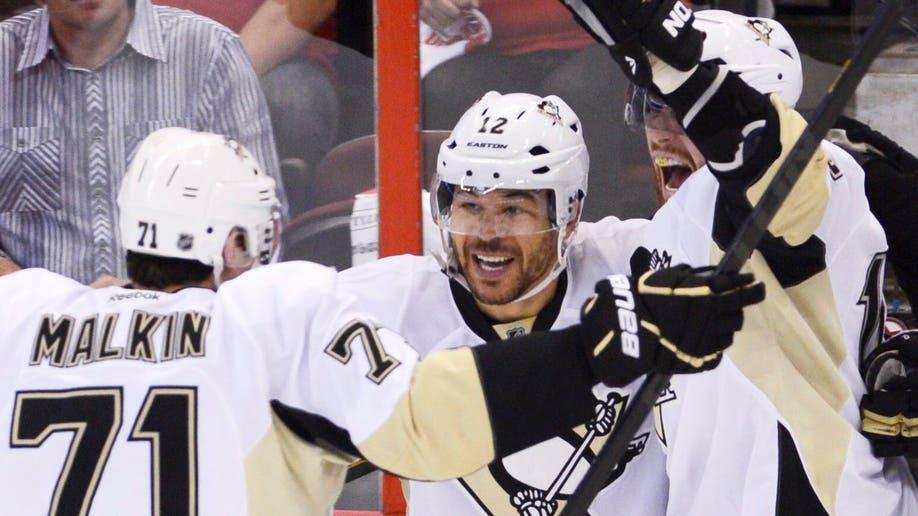 35c81c1d-Penguins Senators Hockey
