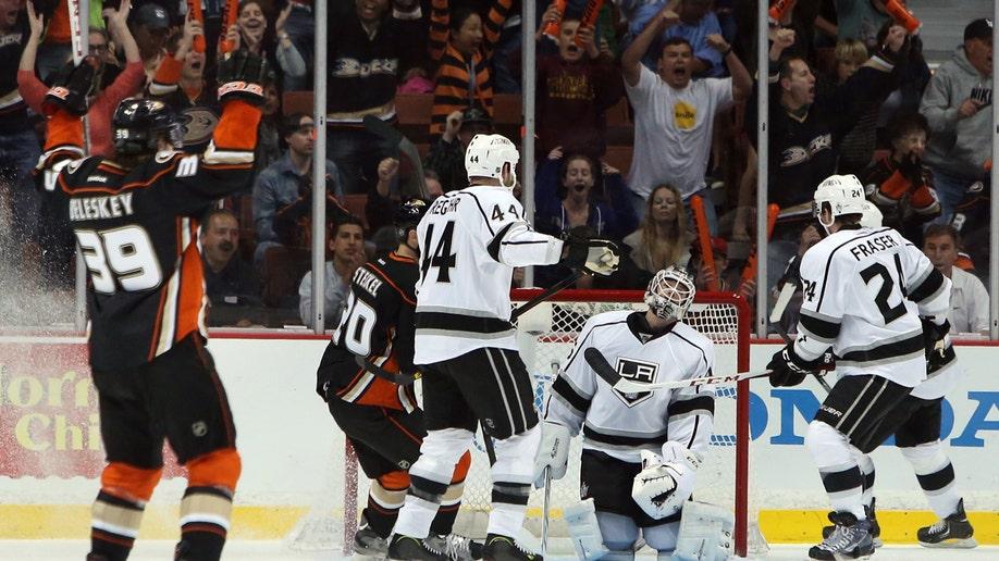 61a8046b-Kings Ducks Hockey