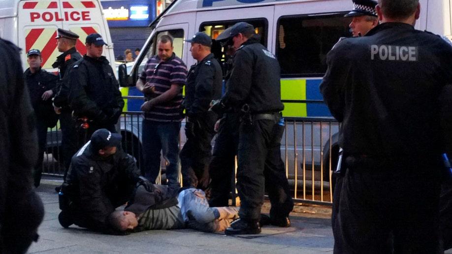 dd7c71e7-Britain Riot
