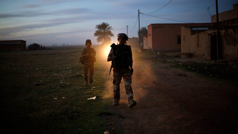 1dd1df4e-APTOPIX Mali Fighting