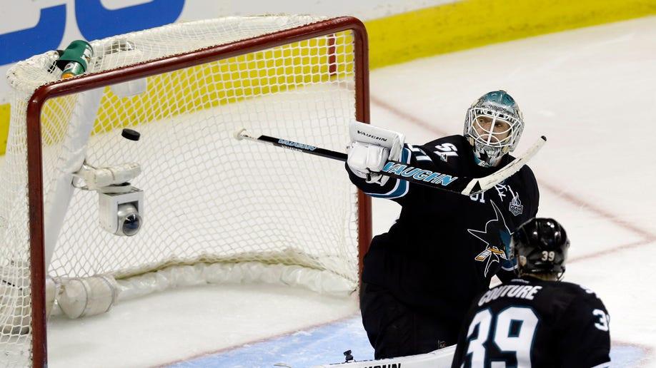 e77ee891-Canucks Sharks Hockey
