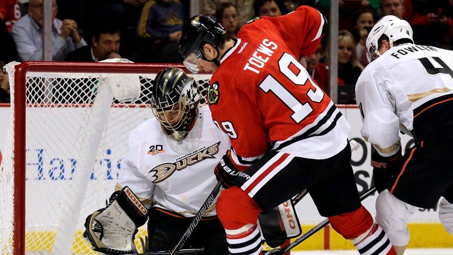 02623d08-Ducks Blackhawks Hockey