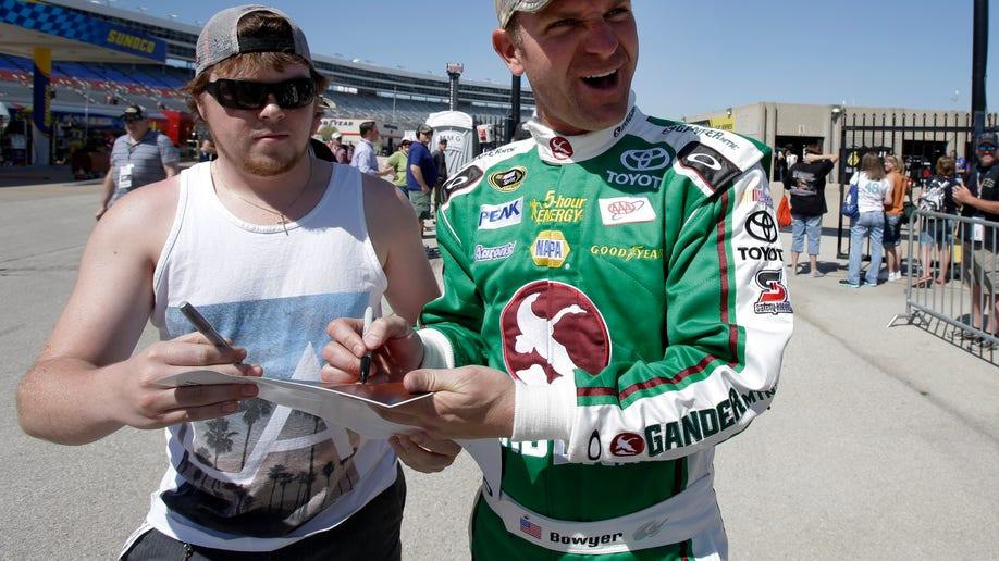 53ad993e-NASCAR Texas Auto Racing