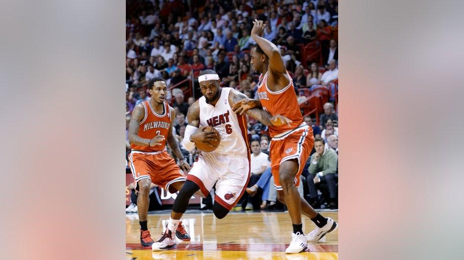 55e9cf3c-Bucks Heat Basketball
