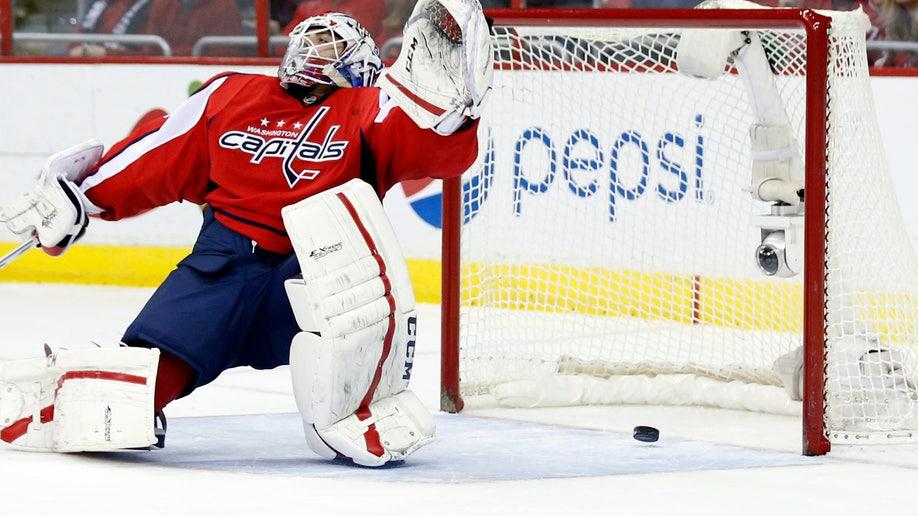 acaf3840-Senators-Capitals Hockey