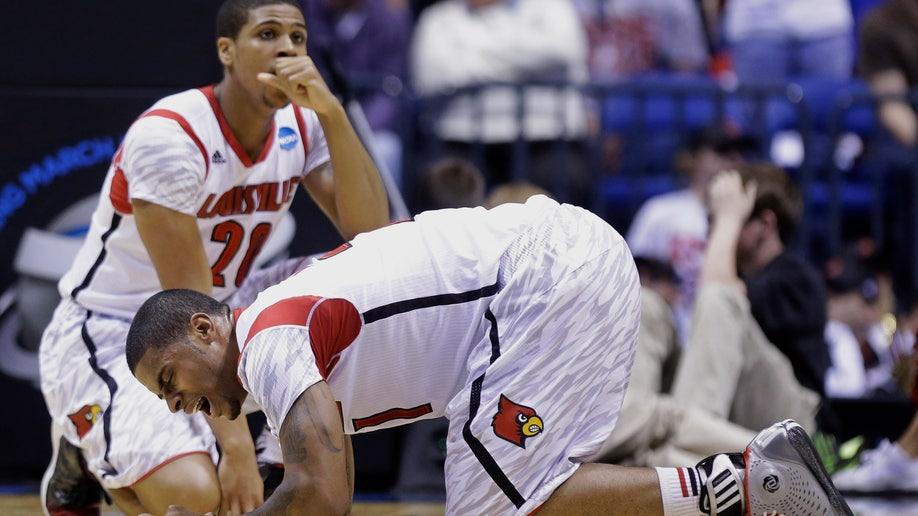 c041c4b7-APTOPIX NCAA Duke Louisville Basketball