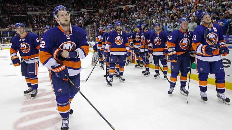 93e023e9-Penguins Islanders Hockey