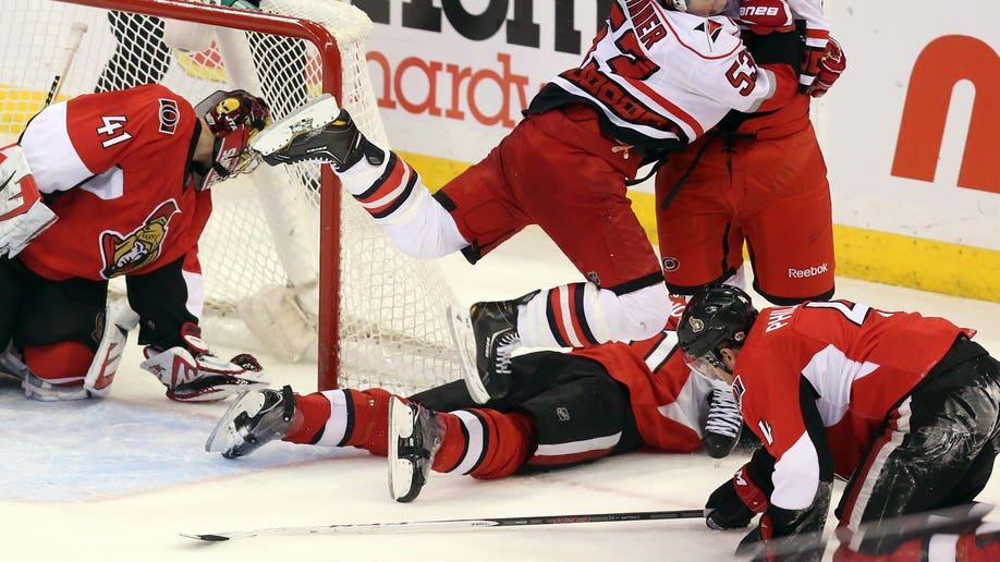 af548d31-Hurricanes Senators Hockey