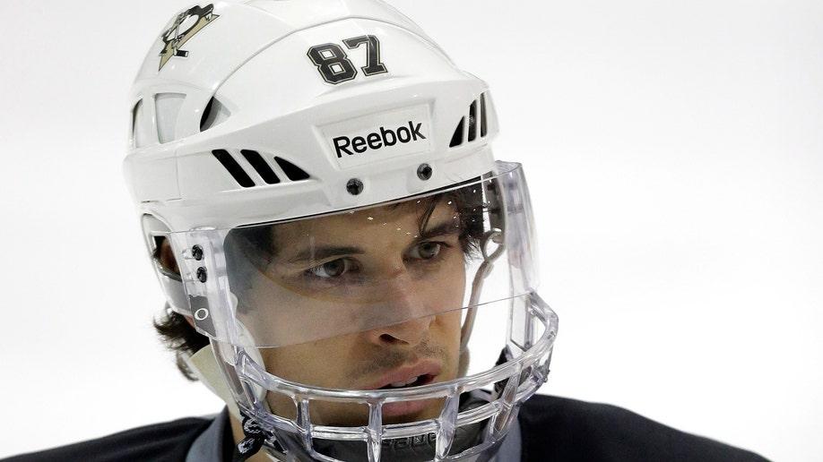 c82cdb92-Islanders Penguins Hockey