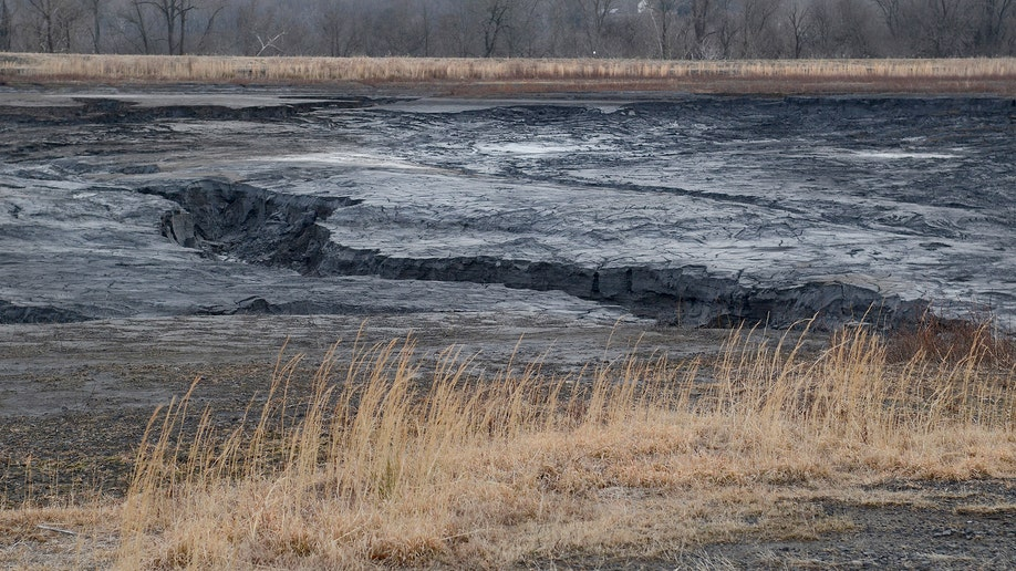 30b130dc-Coal Ash Spill