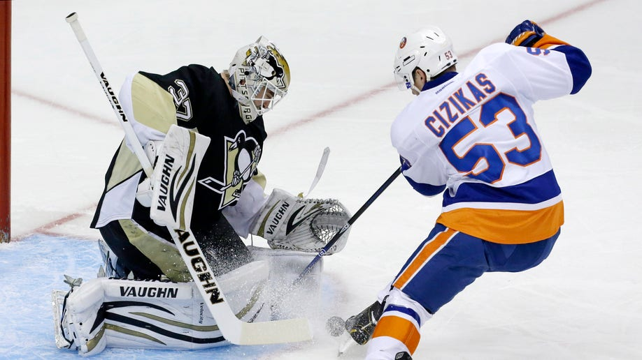 68a4ebb1-Islanders Penguins Hockey