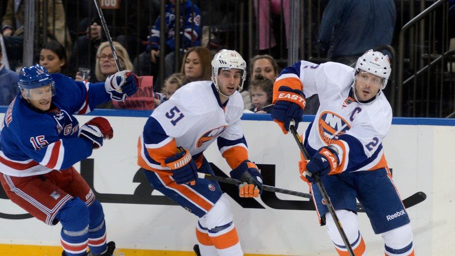 17433882-Islanders Rangers Hockey
