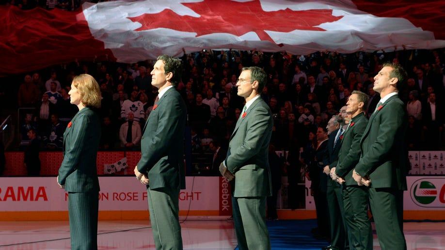 7cf73ee3-Devils Maple Leafs Hockey