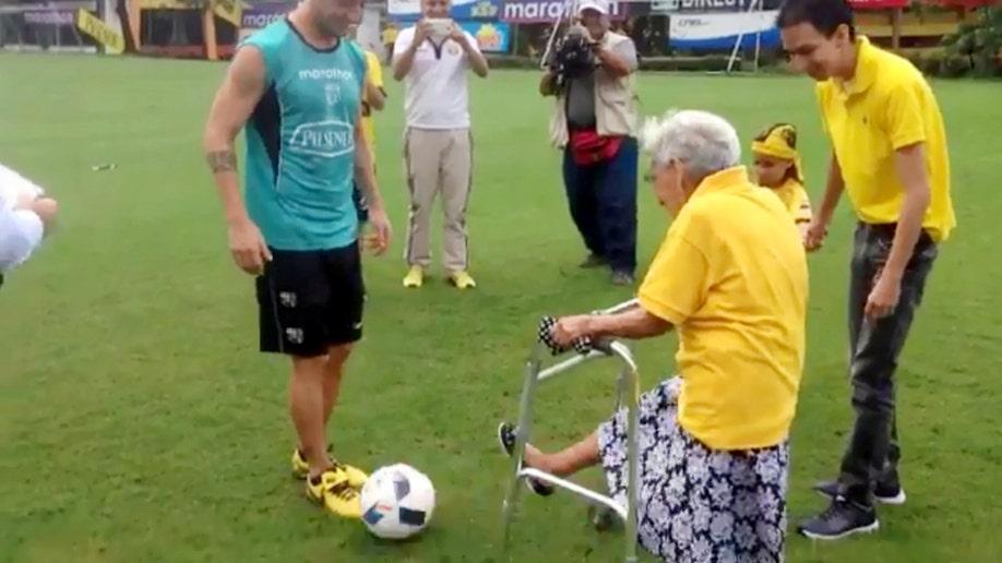 07b8015b-CEN elderly football 1