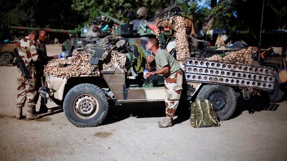 1717a74b-Mali Fighting
