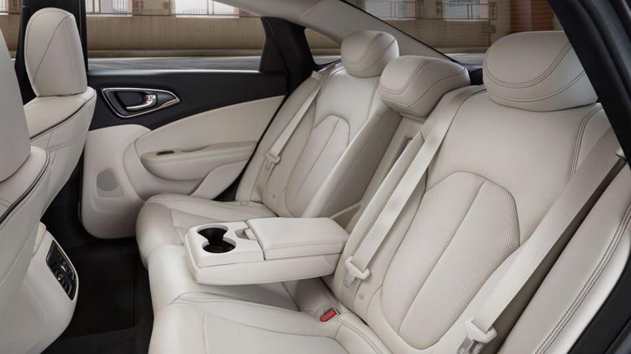2222c1ac-2015 Chrysler 200C