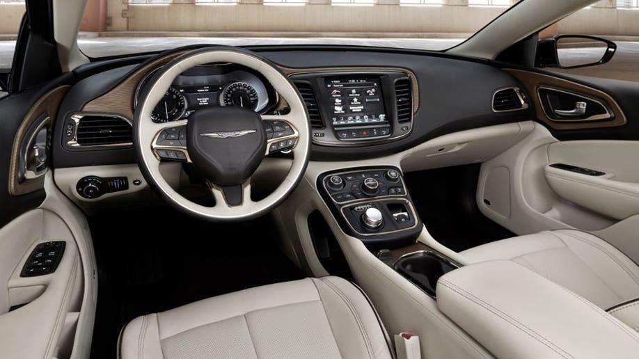 e3ab95f9-2015 Chrysler 200C