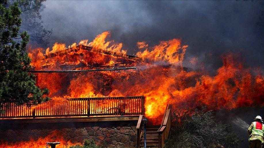 049a5bc9-APTOPIX Western Wildfires