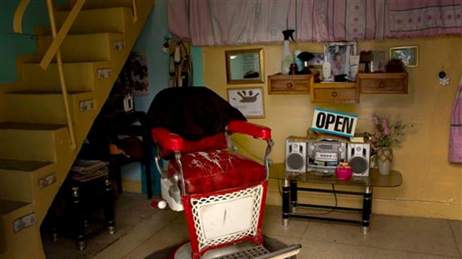 9210a7d6-APTOPIX Cuba Struggling Entrepreneurs