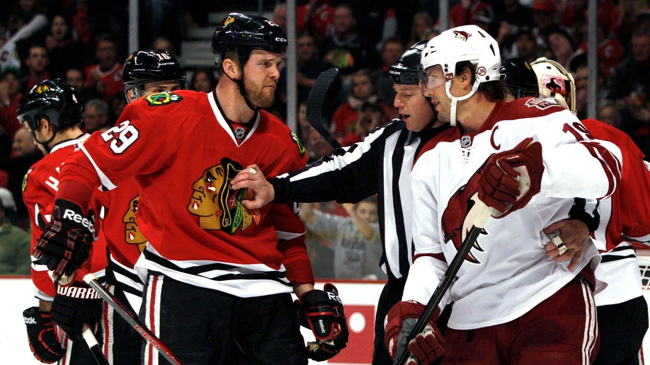 58a8a37c-Coyotes Blackhawks Hockey