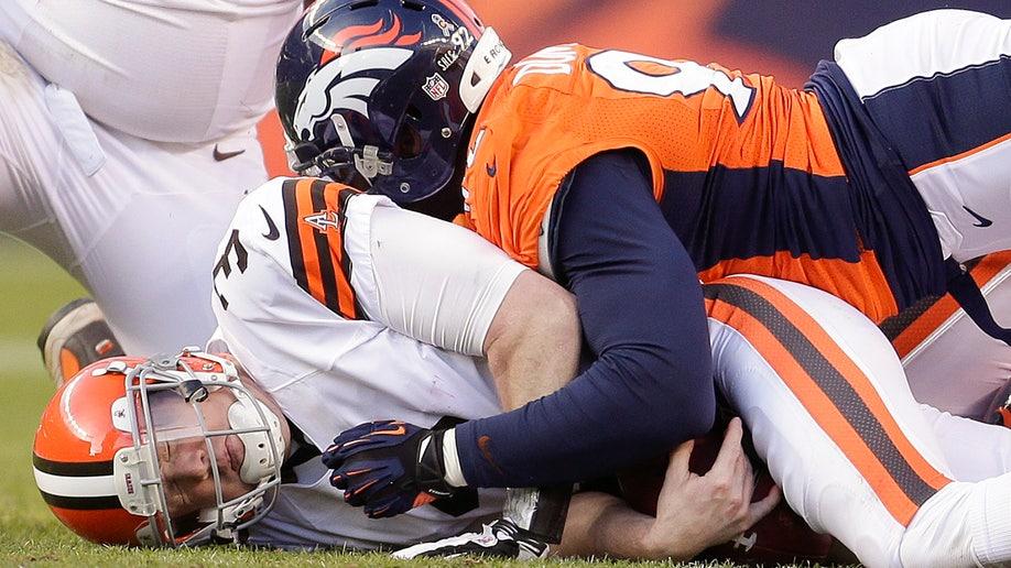 d2802cb9-Browns Broncos Football