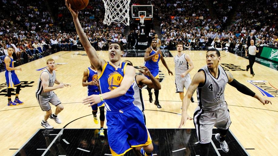 b0fe1fbd-Warriors Spurs Basketball