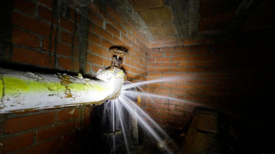 8ab2eff9-Detroit Water Woes